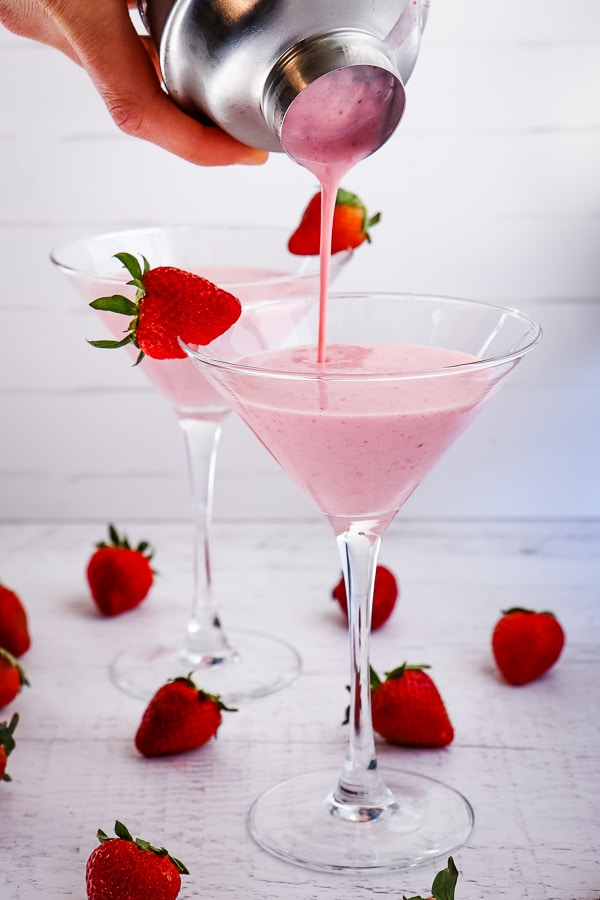Made with real strawberries, cake vodka and RumChata, this Strawberry Shortcake Martini packs a punch, but is sure to please.  Tasting just like the classic strawberry shortcake dessert, this strawberry cocktail with vodka is amazing!