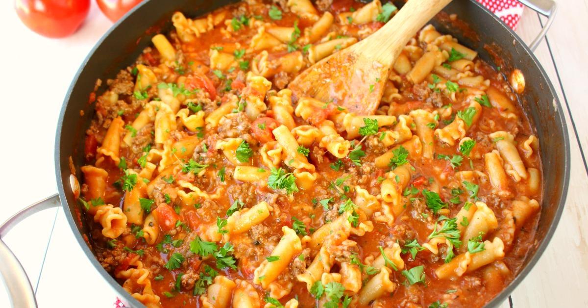 One pot cheesy italian goulash delightful e made for Made com italia