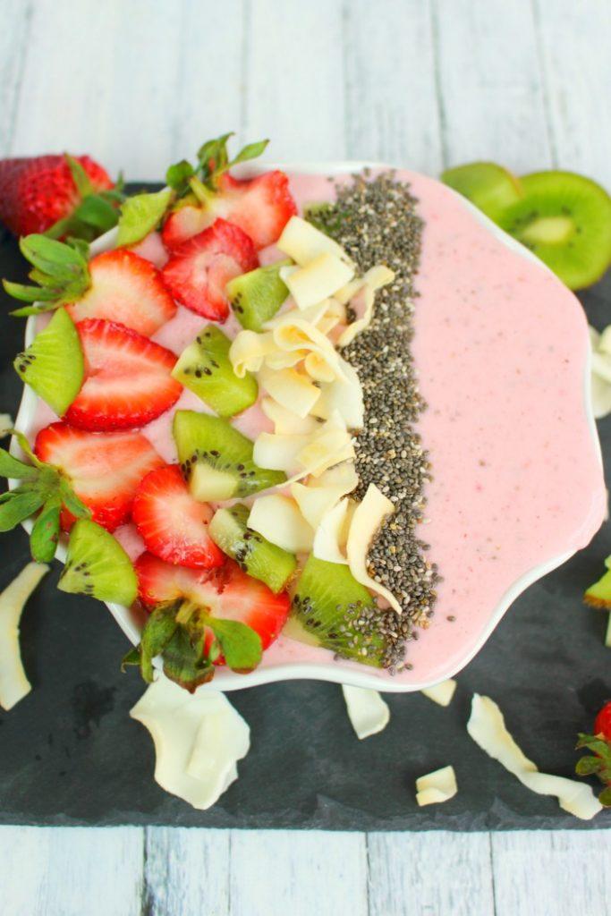 Easy Strawberry Kiwi Smoothie-Strawberry Smoothie Recipe-sq1