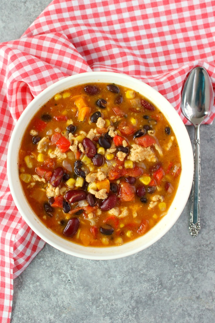 The most flavorful, delicious Healthy Turkey Chili Recipe out there! Made with lean ground turkey, bell peppers, beans and a few other ingredients, this is definitely the best Turkey Chili Recipe I've ever made!
