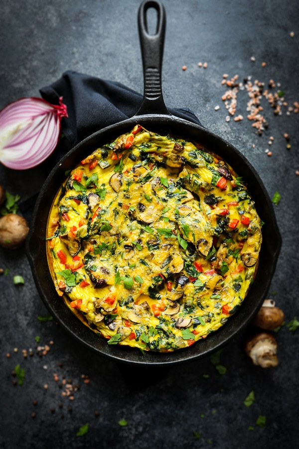 Breakfast just got amazing! This healthy baked frittata is loaded with vegetables and topped with cheese making it incredibly delicious. This Spinach and Mushroom Frittata is perfect for Sunday brunch and a fantastic meal prep breakfast option.