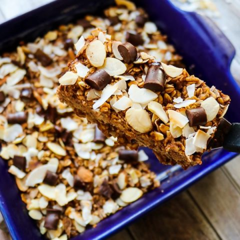 These healthy oatmeal bars will be your new favorite way to do breakfast! Made with coconut, almonds and a hint of chocolate, these baked oatmeal bars have all the flavors of the classic almond joy! With no refined sugar, flour or oil, these oatmeal breakfast bars are a great make-ahead breakfast!