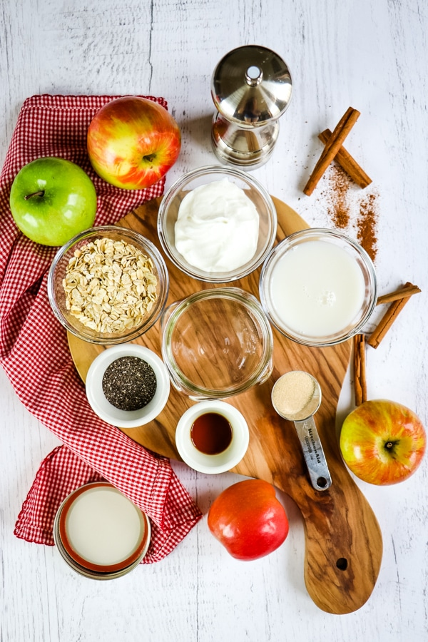 Ingredients for apple cinnamon overnight oats